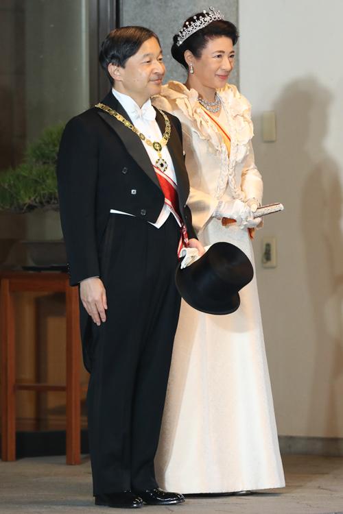 パレードへ出発される天皇陛下と皇后雅子さま(撮影/JMPA)