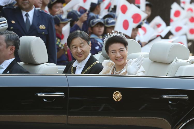 予算委員会の事情で皇室行事が遅らせられたという(写真は即位パレード時の両陛下、撮影 /祝賀御列の儀取材班)