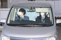 沢尻容疑者を乗せた車(時事通信フォト)