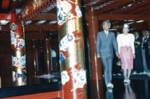 天皇として沖縄を初訪問された1993年4月、首里城を見学される上皇陛下と美智子さま(撮影/五十嵐美弥)