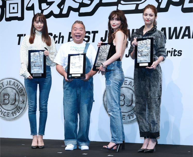 同じくベストジーニストに選ばれた(左から)山本美月、長谷川京子、E-girlsの楓(時事通信フォト)