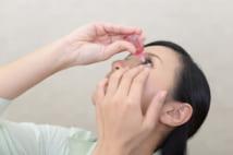 市販の目薬には抗菌剤含有のものもあるが、ものもらいには眼精疲労用のものでは意味がない(写真/PIXTA)