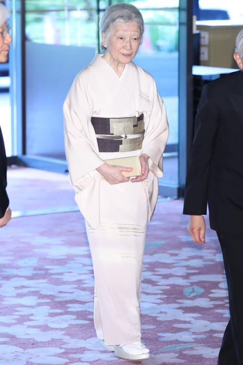 美智子さまは純白の和装でお出ましに…(撮影/JMPA)