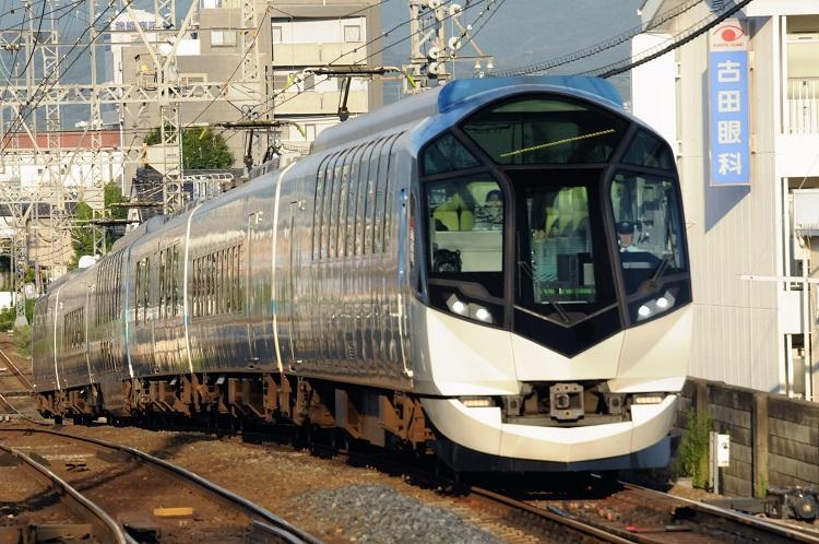 天皇皇后両陛下のお召し列車にもなった近鉄の豪華観光列車50000系「しまかぜ」