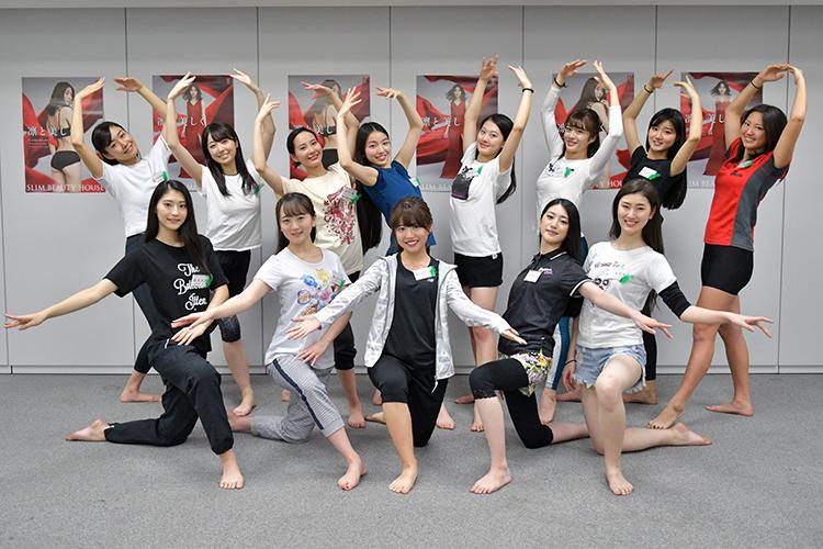 ビューティーエクササイズを受ける「ミス日本2020」ファイナリスト13名