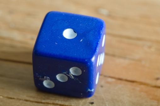 「慎重かつ大胆に」が戦略のカギを握るサイコロゲームの「ピッグ」