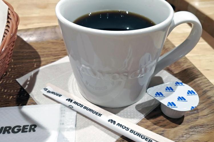 大きめのカップで提供されるモスバーガーのブレンドコーヒー