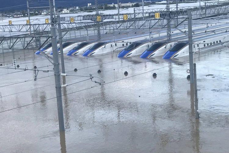 台風19号の影響で浸水し運休に追い込まれた北陸新幹線
