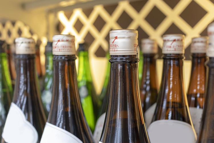 国内出荷量は落ち込んでいるが、輸出が絶好調の日本酒