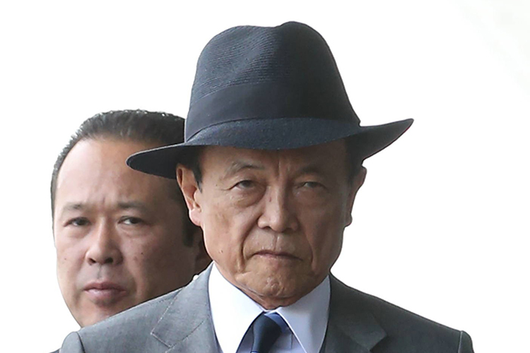 麻生太郎財務相が年700万円注ぎ込む高級クラブが閉店の怪