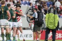 ラグビーワールドカップ中継では様々な技術革新による映像と音が評判となった。写真は大会直前の強化試合での撮影風景(時事通信フォト)