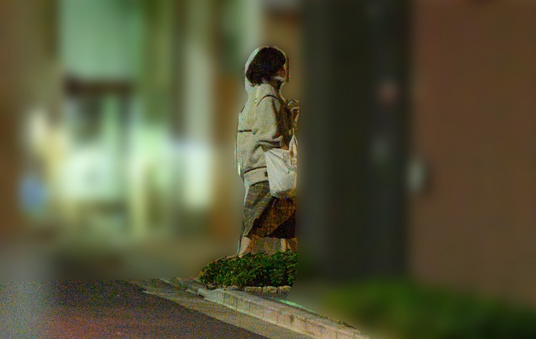 秋山のマンションに入っていく神田沙也加