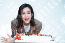 誕生日祝いのために振る舞われたケーキに喜んだ