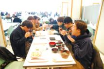 APUでは韓国人をはじめとする留学生と日本人学生が入り交じるランチタイムが日常(撮影/三谷俊之)