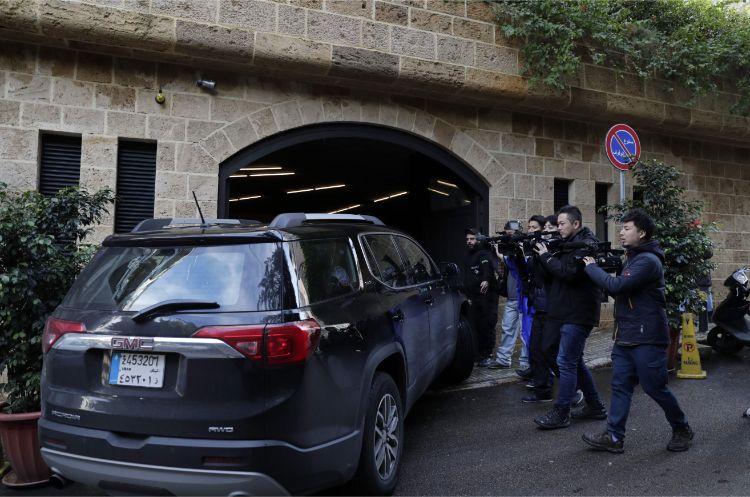 ベイルートのゴーン氏の自宅前。世界から多くの報道陣が詰めかけている(AFP=時事)