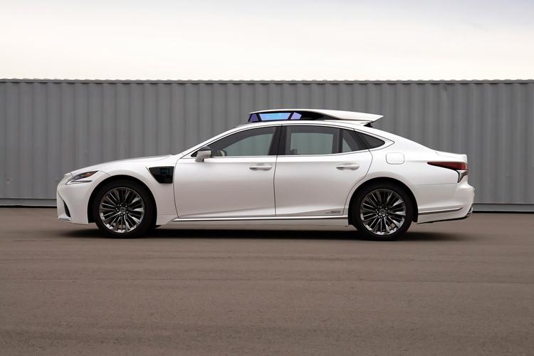 トヨタ自動車も今夏、自動運転車を使った一般向けの同乗試験を行う予定