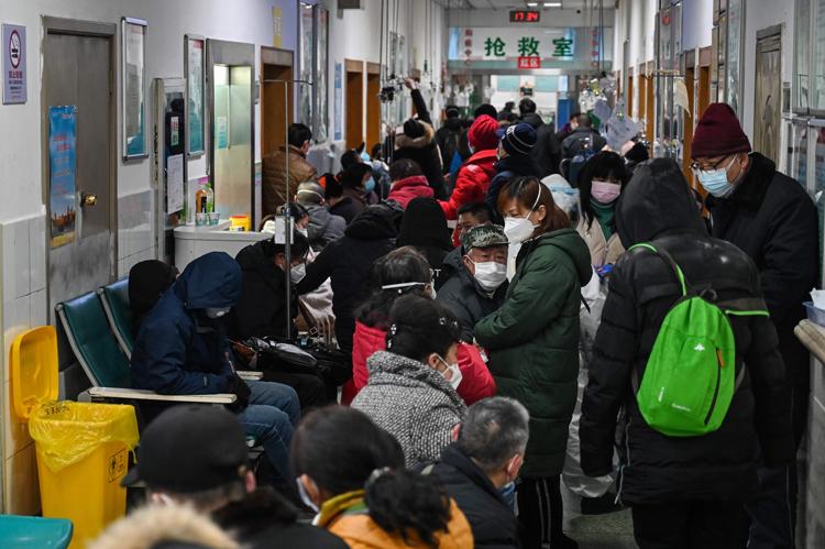 受診者で混雑する武漢市内の病院(写真/AFLO)