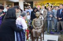 米ワシントン近郊、バージニア州アナンデールに設置された「慰安婦像」の除幕式(時事通信フォト)
