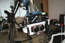 ミラーレス一眼カメラを2台取り付けた撮影クレーン