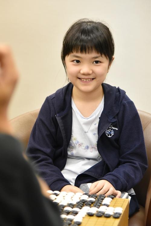 10歳の仲邑菫初段が人気を集める囲碁界だが…(時事通信フォト)