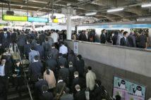 出勤時間をずらすだけでも、感染リスクは減る(写真/アフロ)