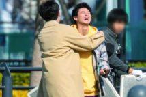中島健人と平野紫耀、笑顔でギュッとハグする連続写真6枚