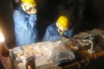 放射能を食い止めるため多くの作業員が汗を流した(時事通信フォト)