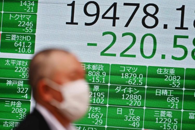 コロナショックで大幅下落する日経平均株価(AFP=時事通信フォト)