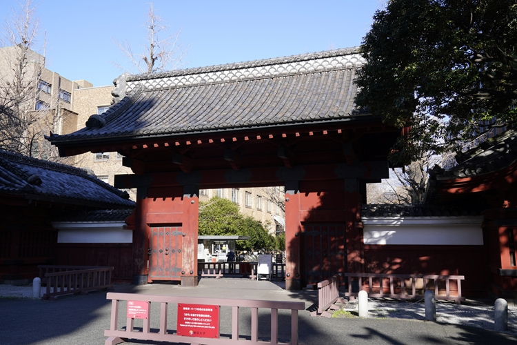東京大学のシンボルともいえる赤門(時事通信フォト)