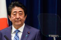 コロナ感染の終息時期を問われ「申し上げる状況にない」と答えた安倍首相(3月14日/時事通信フォト)