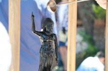 「誕生仏」に甘茶をかけて祝う花祭り