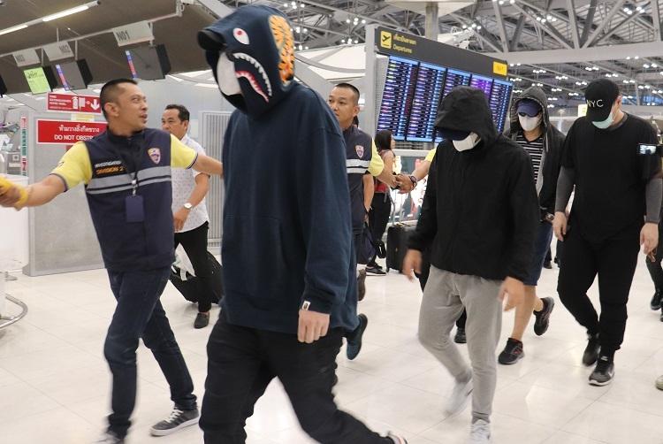2019年5月、タイで摘発された特殊詐欺グループが日本へ移送された(時事通信フォト)
