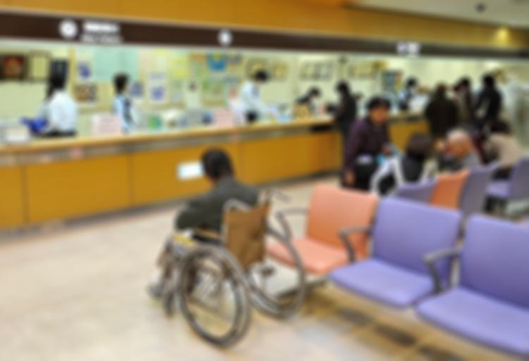 病院閉鎖の危機(時事通信フォト)