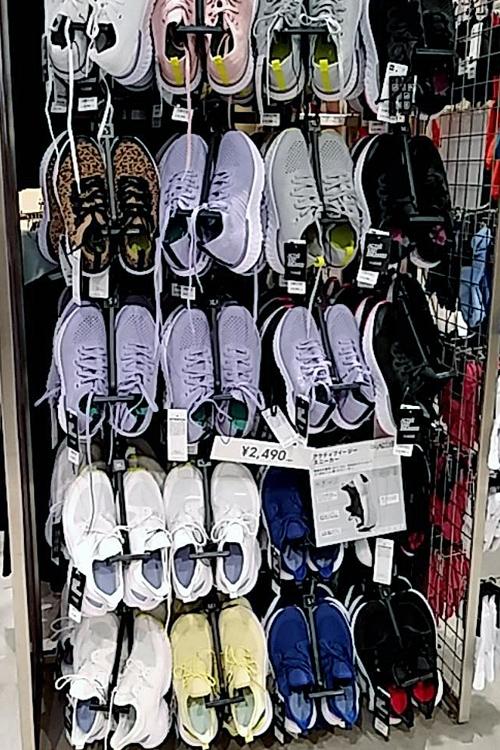 ユニクロよりも種類が豊富でオシャレなデザインの靴も多いGU