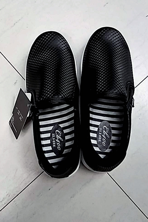 滑らない靴として妊娠中の女性にも人気となったワークマン「ファイングリップシューズ」