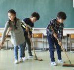 おしゃべりは一切なし!無言清掃、無言給食…小学校ではやり中!