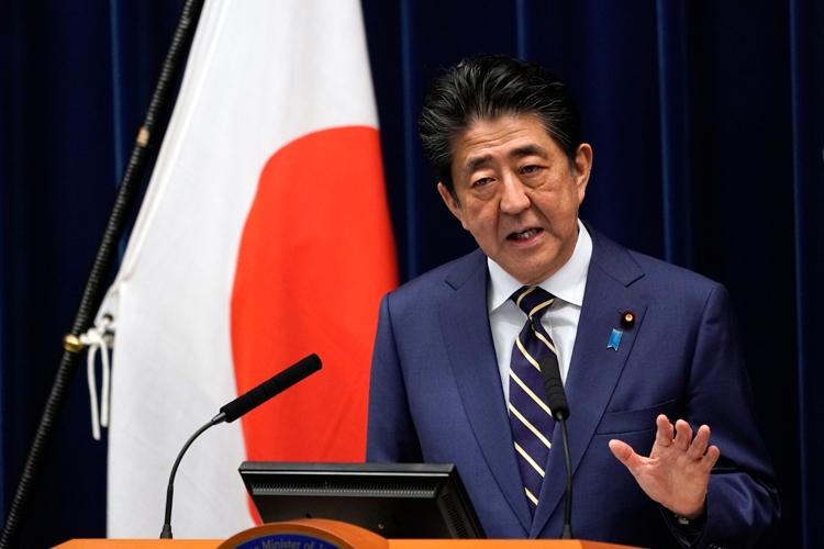 安倍首相は「感染がいつ急拡大してもおかしくない」と話す(時事通信フォト)
