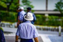 高齢の人は感染可能性がある場所への外出はリスクがある