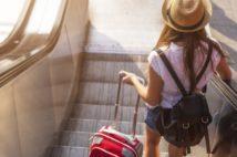 海外旅行者の感染発覚も大問題に(写真/アフロ)