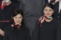 JALのCA新制服が大刷新 「パンツスタイル」が評価二分