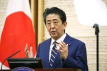 緊急事態宣言を発令した安倍首相(時事通信フォト)