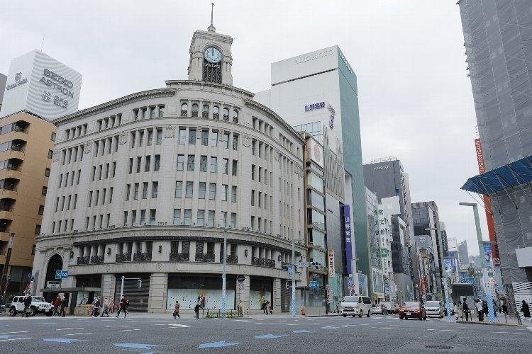 自粛要請で閑散とする東京・銀座の街
