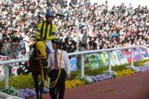 2011年の桜花賞のパドック(写真はマルセリーナ)
