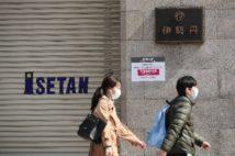 4月8日から全館臨時休業している伊勢丹・新宿店(時事通信フォト)