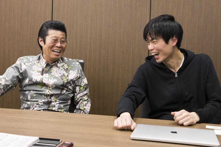 代ゼミの教え子だった英語講師の森田鉄也氏と談笑