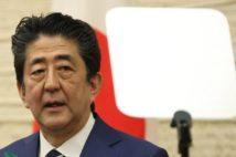 一律10万円給付の方針を明らかにした安倍首相(時事通信フォト)