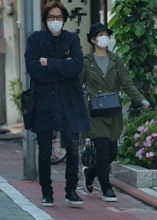 マスクをして神社を訪れたDAIGOと北川景子(2020年4月中旬)