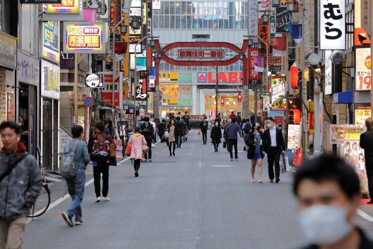 自粛呼びかけ後も人が多く行き交っていた新宿・歌舞伎町