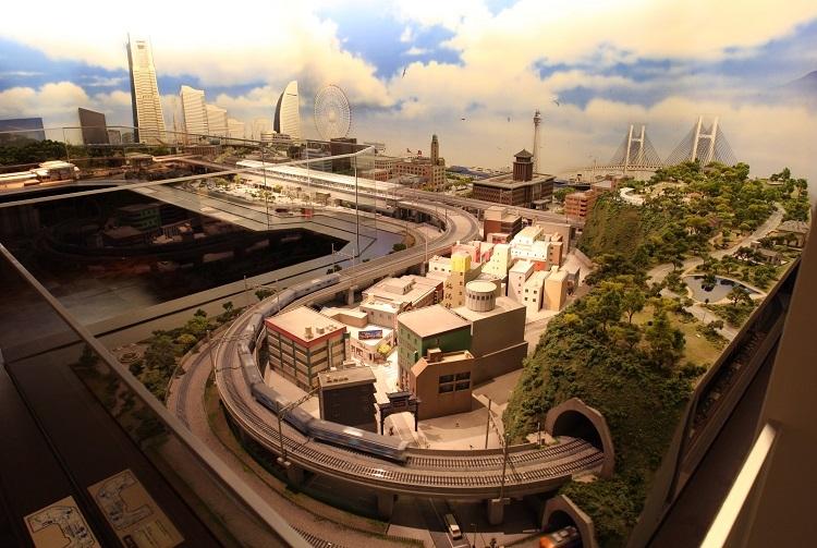 原鉄道模型博物館の「横浜ジオラマ」(時事通信フォト)
