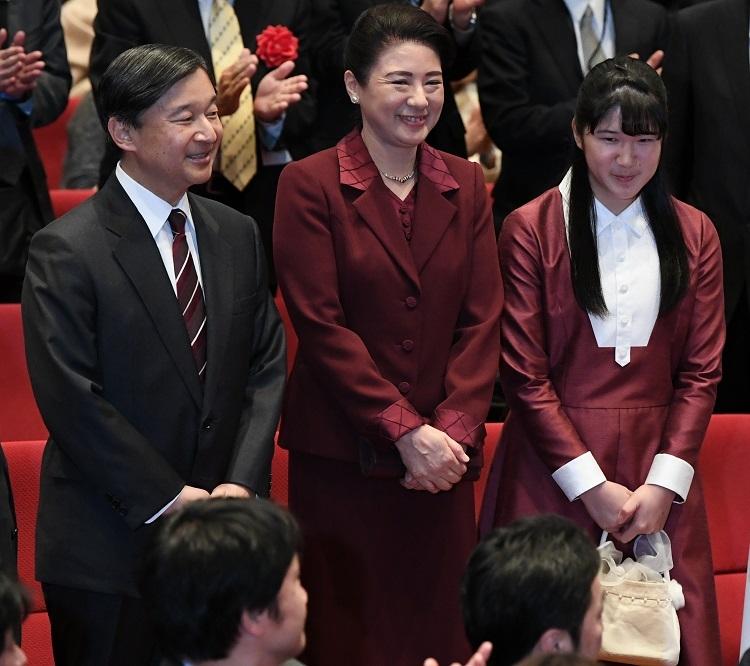 両陛下は医療関係者への差別に胸を痛められているという(写真は昨年12月、東京・港区。撮影/JMPA)